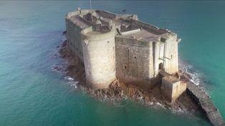 Le château du Taureau, dans la baie de Morlaix (Finistère), existe depuis 1540. Une merveilleusedécouverte, où s'est rendu France 3. (France 3)