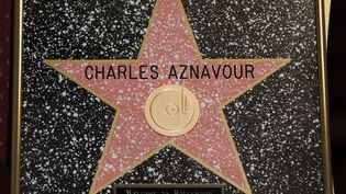 L'étoile honorifique reçue par Charles Aznavour, le 27 octobre 2016 à Hollywood. (JONATHAN ALCORN / AFP)