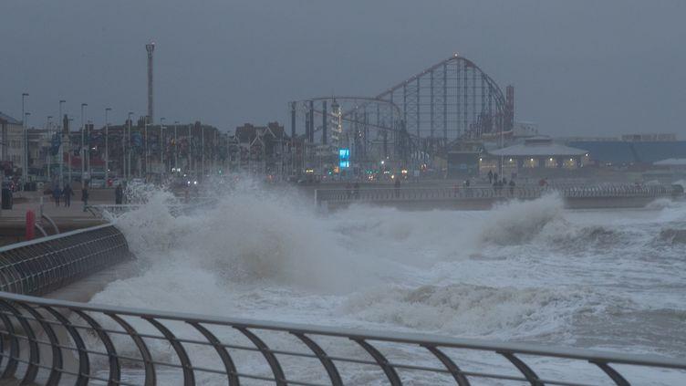 La ville de Blackpool (Royaume-Uni) frappée par la tempête Dennis, le 15 février 2020. (JONATHAN NICHOLSON / NURPHOTO / AFP)