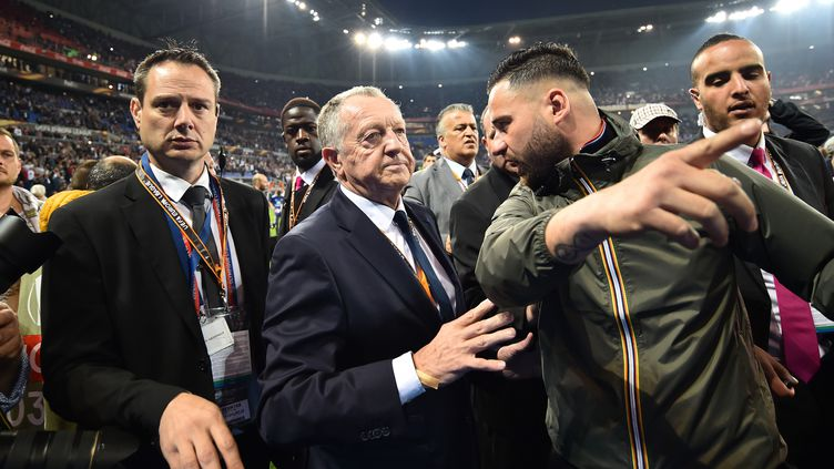 Jean-Michel Aulas, le président de l'OL, est descendu sur le terrain lors des graves incidents avant Lyon-Besiktas (MUSTAFA YALCIN / ANADOLU AGENCY)