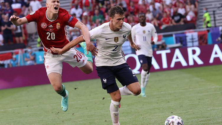 Benjamin Pavard a passé un match compliqué contre la Hongrie dimanche 19 juin à Budapest. (BERNADETT SZABO / POOL)