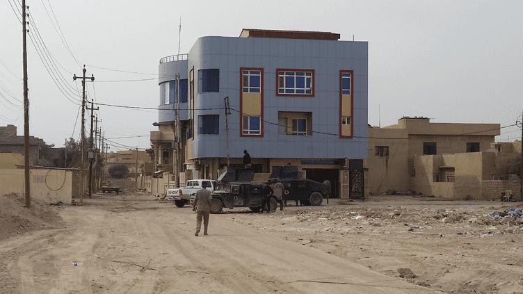 Le bâtiment où sont interrogés les combattants et militants de Daech arrêtés parles forces anti-terroristes irakiennes, à Mossoul. (RADIO FRANCE / MATHILDE LEMAIRE)