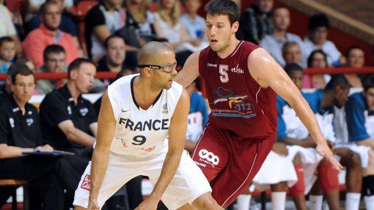 Tony Parker face à la défense belge (FRANCOIS LO PRESTI / AFP)