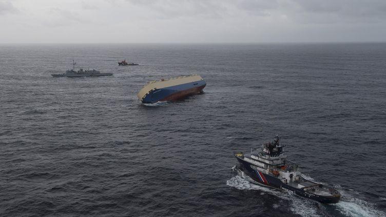"""Le cargo """"Modern Express"""" à la dérive le 28 janvier 2016 dans le Golfe de Gascogne. (REUTERS)"""