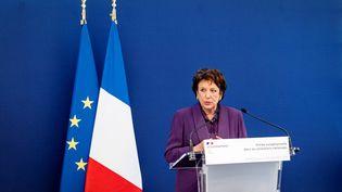 La ministre de la Culture, Roselyne Bachelot, lors de la présentation d'une œuvre au musée Picasso, à Paris, le 20 septembre 2021. (COME SITTLER / AFP)