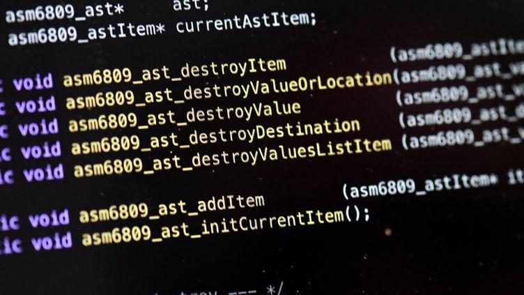 """Ligne de code d'un hacker avec le mot """"destroy"""" (destruction) sur un écran d'ordinateur de la salle plateforme """"Cyber-range"""" de cybersécurité de TelecomNancy. (ALEXANDRE MARCHI / MAXPPP)"""