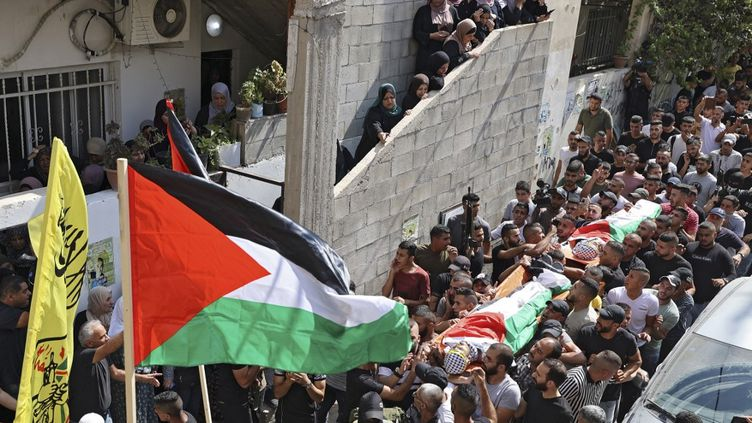 Les funéraillesde deux Palestiniens abattus par l'armée israélienne ont lieu à Jénine, en Cisjordanie, le 16 août 2021. (JAAFAR ASHTIYEH / AFP)