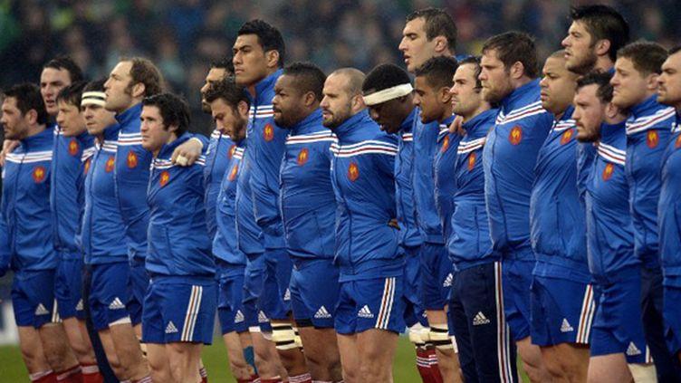 Les Français alignés lors des hymnes