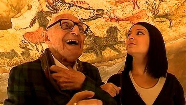 Simon Coencas visite émerveillé Lascaux 4 avec sa petite fille  (France 3 / Culturebox)