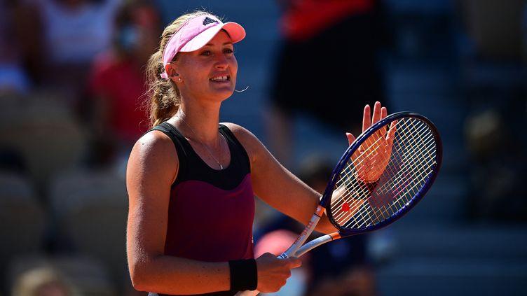 Kristina Mladenovic est la deuxième française à rejoindre le deuxième tour de Roland-Garros. (MARTIN BUREAU / AFP)