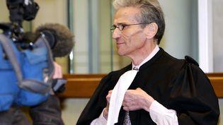 L'avocat Thierry Lévy s'adresse aux journalistes, au palais de justice de Douai, le 5 décembre 2005. (PHILIPPE HUGUEN / AFP)