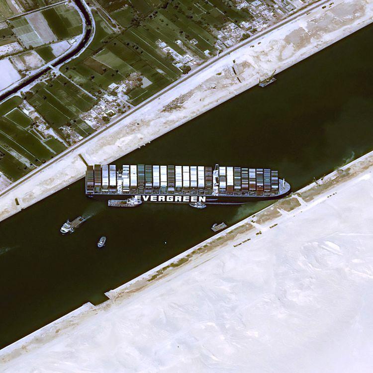"""L'""""Ever Given"""" photographié depuis l'espace par le satellite Pleiades du Cnes, jeudi 25 mars. (AFP PHOTO / CNES 2020)"""