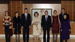 La famille royale espagnole à Madrid le 2 novembre 2008. Depuis début décembre 2011,Inaki Urdangarin, gendre du roi (2e en partant de la droite) est soupçonné dans une affaire de corruption. (JUAN MEDINA / REUTERS)