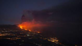 L'éruption du volcan Cumbre Vieja sur l'île de La Palma, aux Canaries, le 5 octobre 2021 (JORGE GUERRERO / AFP)