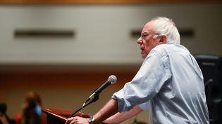Bernie Sanders s'adresse à ses délégués en marge de la convention démocrate à Philadelphie ( Etats-Unis), le 25 juillet 2016. (BRYAN WOOLSTON / REUTERS)