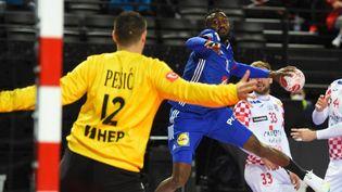 Le handballeur français Luc Abalo face à la Croatie, le 12 mars 2021, à Montpellier (Hérault). (SYLVAIN THOMAS / AFP)