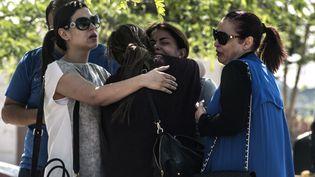 Des proches des passagers du volMS804 d'EgyptAir,jeudi 19 mai 2016 au Caire. (KHALED DESOUKI / AFP)