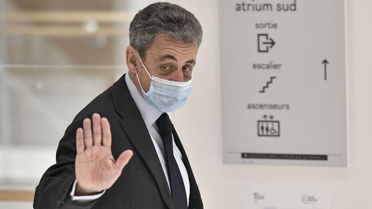 L'ancien president de la République, Nicolas Sarkozy, arrive autribunal, à Paris, le 30 novembre 2020.  (STEPHANE DE SAKUTIN / AFP)