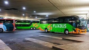 Des cars dans une gare routière à Paris, le 8 décembre 2019. (MATHIEU MENARD / HANS LUCAS / AFP)