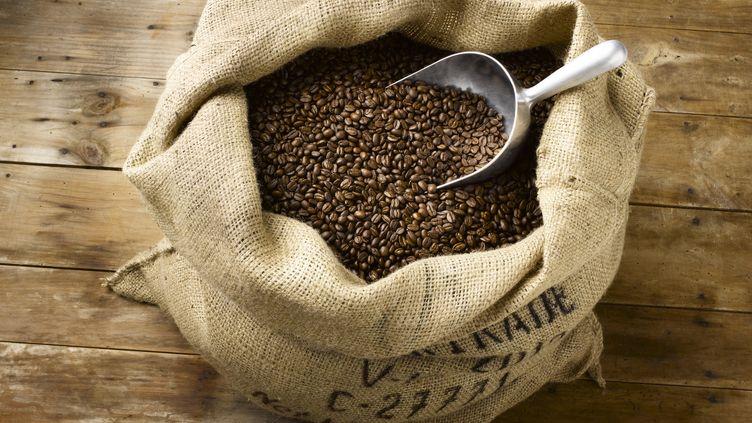 Le commerce du café équitable commence pour la marque dans les années 90  (JEFFREY COOLIDGE / THE IMAGE BANK / Getty Images)