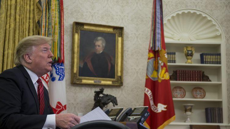 Le président américain Donald Trump, dans le bureau ovale, à Washington, le 25 décembre 2018. (ZACH GIBSON / CONSOLIDATED NEWS PHOTOS / AFP)
