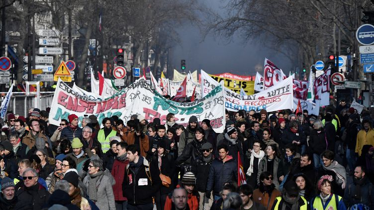 Manifestation contre la réforme des retraites à Paris, le 24 janvier 2020. (STEPHANE DE SAKUTIN / AFP)