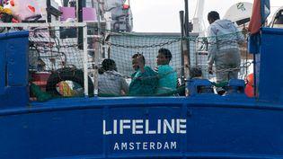 L'ONG à qui appartient le bateauLifelinea fustigé mercredi les propos d'EmmanuelMacron. (AFP PHOTO / HERMINE POSCHMANN / MISSION LIFELINE)