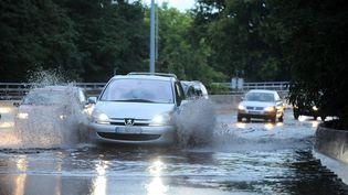 Inondations sur l'A1 au niveau du Bourget le 5 juillet 2011. (YANN FOREIX / MAXPPP)