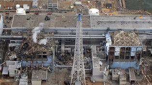Les bâtiments 3 et 4 de la centrale de Fukushima Daiichi, au Japon, le 2 avril 2011. (AIR PHOTO SERVICE / AFP)