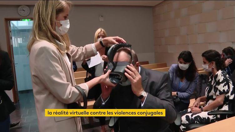 Un casque de réalité virtuelle pour éviter la récidive des violences conjugales (FRANCEINFO)