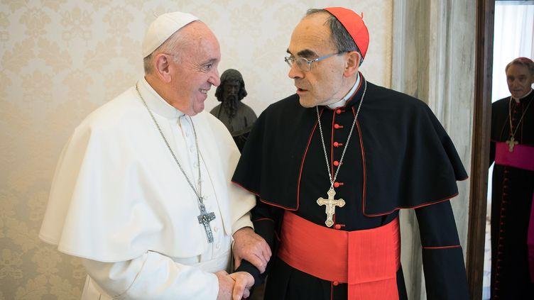 Le pape François et le cardinal Barbarin, au Vatican, le 18 mars 2019. (VATICAN MEDIA / AFP)