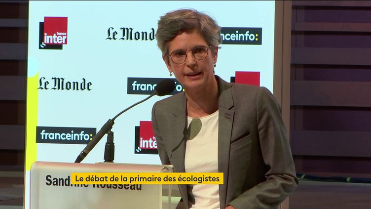 La candidate à la primaire des écologistes en vue de l'élection présidentielle de 2022, Sandrine Rousseau, lors du premier débat entre les cinq candidats, dimanche 5 septembre 2021. (FRANCEINFO)