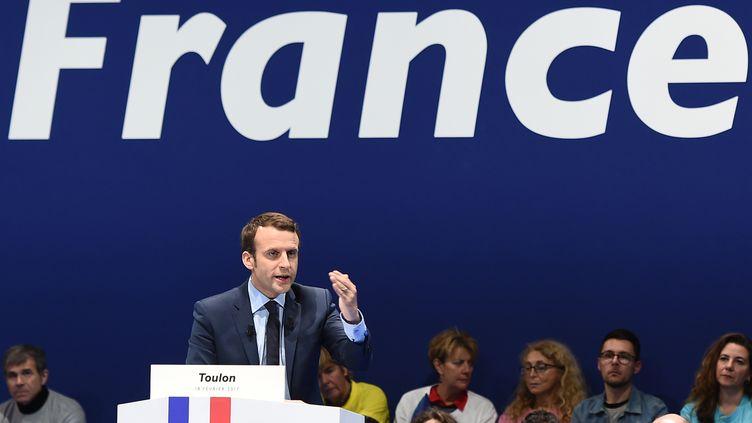 Emmanuel Macron, le 18 février 2017, lors d'un meeting à Toulon (Var). (BORIS HORVAT / AFP)