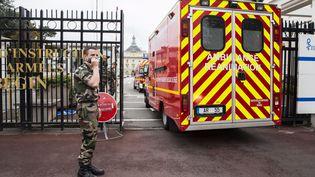 L'entrée de l'hôpital d'instruction des armées Bégin à Saint-Mandé (Val-de-Marne), le 16 octobre 2014. (MAXPPP)