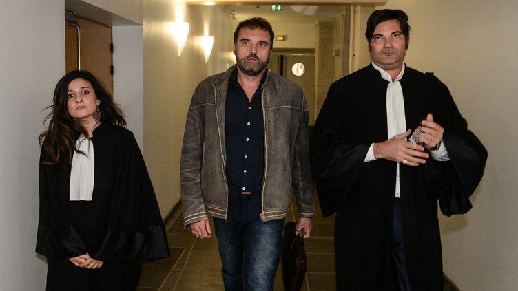 L'anesthésiste Frédéric Péchierquitte le tribunal de Besançon (Doubs), le 29 mars 2017. (SEBASTIEN BOZON / AFP)