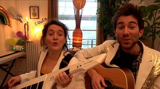 Les deux artistes font partie de la compagnie théâtrale Regarde il neige. (FRANCE 3)