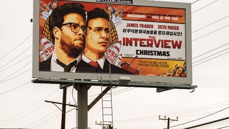 """Une affiche du film """"The Interview"""" à Los Angeles (États-Unis), le 19 décembre 2014. (GETTY IMAGES NORTH AMERICA / AFP)"""
