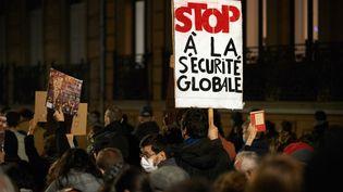 """Une manifestation contre la proposition de loi """"sécurité globale"""", à Toulouse, jeudi 26 novembre 2020. (ALAIN PITTON / NURPHOTO VIA AFP)"""