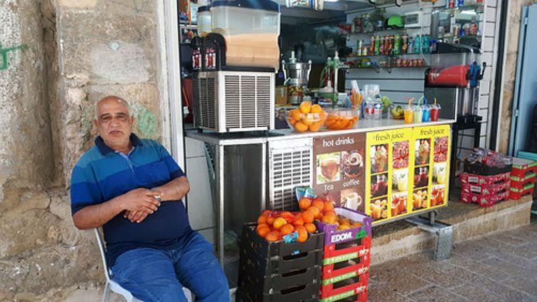 Zoheir ne vend plus ses jus d'oranges pressés aux touristes de lavieille ville. (FARIDA NOUAR / RADIO FRANCE)