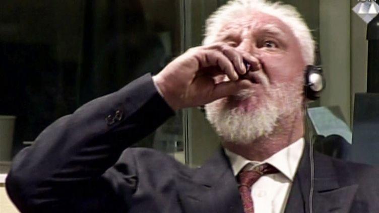 L'ancien général croate Slobodan Praljak s'est suicidé au cyanure lors de la dernière audience du tribunal pénal international pour l'ex-Yougoslavie, à La Haye, le 29 novembre 2017. (AFP PHOTO / ICTY)