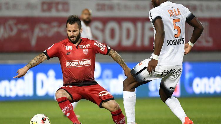 Le joueur de Dijon Frédéric Sammaritano (PHILIPPE DESMAZES / AFP)