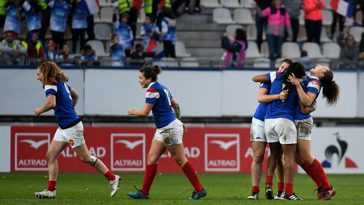 L'équipe de France féminine de rugbyvictorieuse (JEAN-PIERRE CLATOT / AFP)
