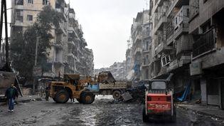 Dans les rues dévastées d'Alep, ville syrienne désormais entièrement contrôlée par les forces du régime de Bachar-Al-Assad, le 27 décembre 2016. (GEORGE OURFALIAN / AFP)