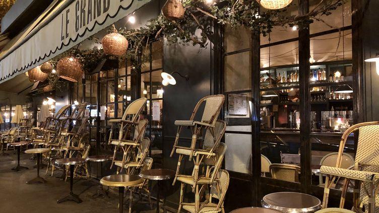 Un bar fermé après 22 heures à Paris, le 28 septembre 2020. (NOÉMIE BONNIN / FRANCE-INFO)