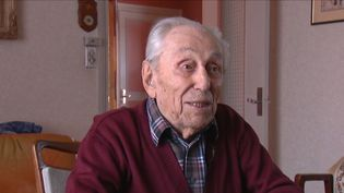Le nouveau doyen des Français a 110 ans. Marcel Meys vit seul à Saint-Romain-en-Gal, dans le Rhône. Jamais il n'aurait cru résister si longtemps au temps qui passe. (CAPTURE ECRAN FRANCE 3)