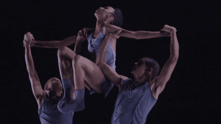 Les jeunes danseurs de la compagnie Alvin Ailey II porteurs de l'esprit de danse du chorégraphe amériacain  (Culturebox capture d'écran Youtube)