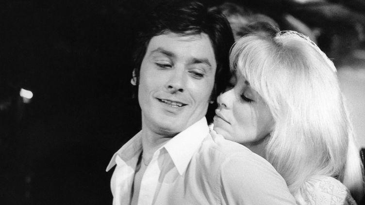 """Alain Delon et Mireille Darc en 1969 sur le tournage de """"Madly"""" de Roger Kahane."""