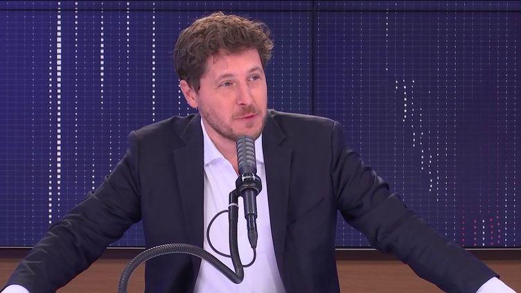 """Julien Bayou, secrétaire national d'Europe Ecologie-Les Verts, était l'invité du """"8h30 franceinfo"""", lundi 20 septembre2021  (FRANCEINFO / RADIO FRANCE)"""