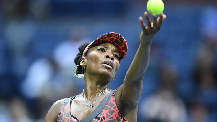 L'Américaine Venus Williams au service. (EDUARDO MUNOZ ALVAREZ / AFP)