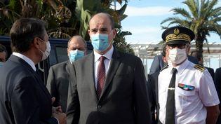 Jean Castex, le Premier ministre accueilli par Christian Estrosi, le maire de Nice, le samedi 25 juillet 2020. (YANN COATSALIOU / AFP)